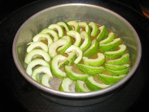 Arranging the guava slices in the melted butter - lavender honey mixture
