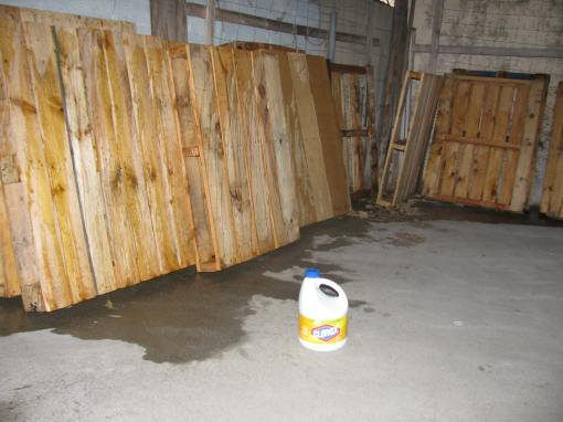 Cleaning the wood pallets